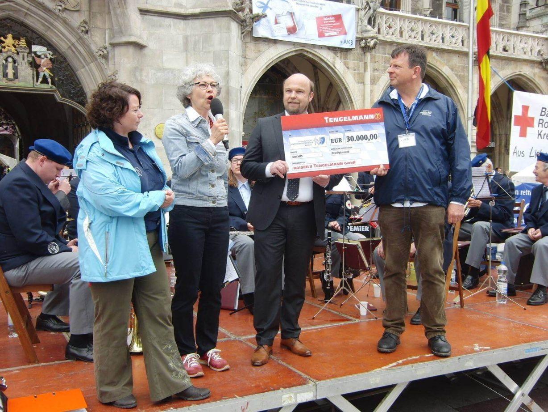 Spenden für die Aktion Knochenmarkspende Bayern - gegen Leukämie