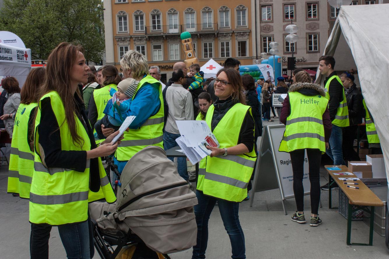 Typisierungsaktion mit freiwilligen Helfern